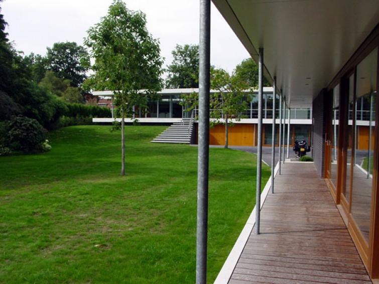 20030905galerijzwembadenachtergevelwoonhuis.JPG