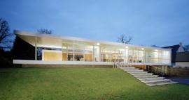 Nieuwbouw villa met zwembad en sauna